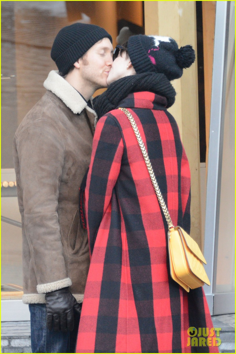 anne hathaway adam shulman switzerland kisses 232783933