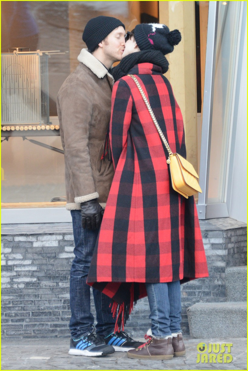 anne hathaway adam shulman switzerland kisses 252783935