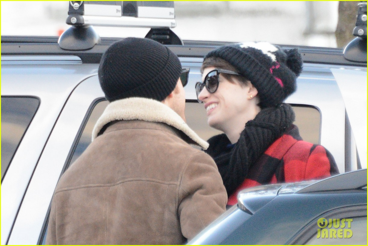 anne hathaway adam shulman switzerland kisses 262783936