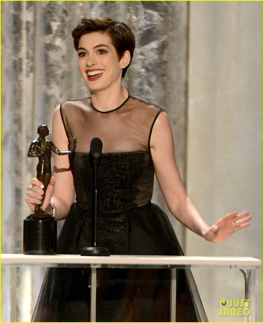 anne hathaway sag awards winner 082799765