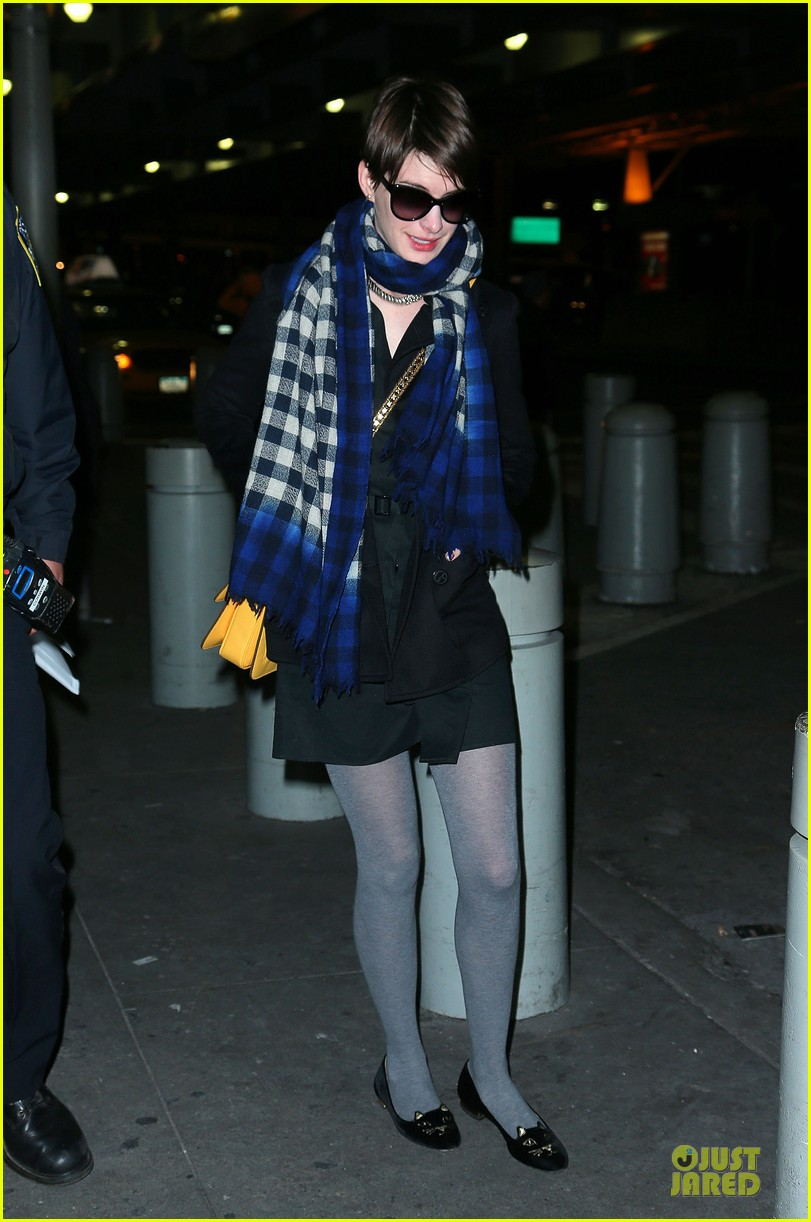 anne hathaway & eddie redmayne separate new york outings 03