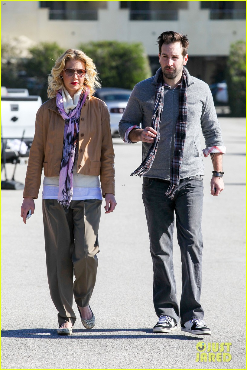 katherine heigl josh kelley holding hands malibu 01