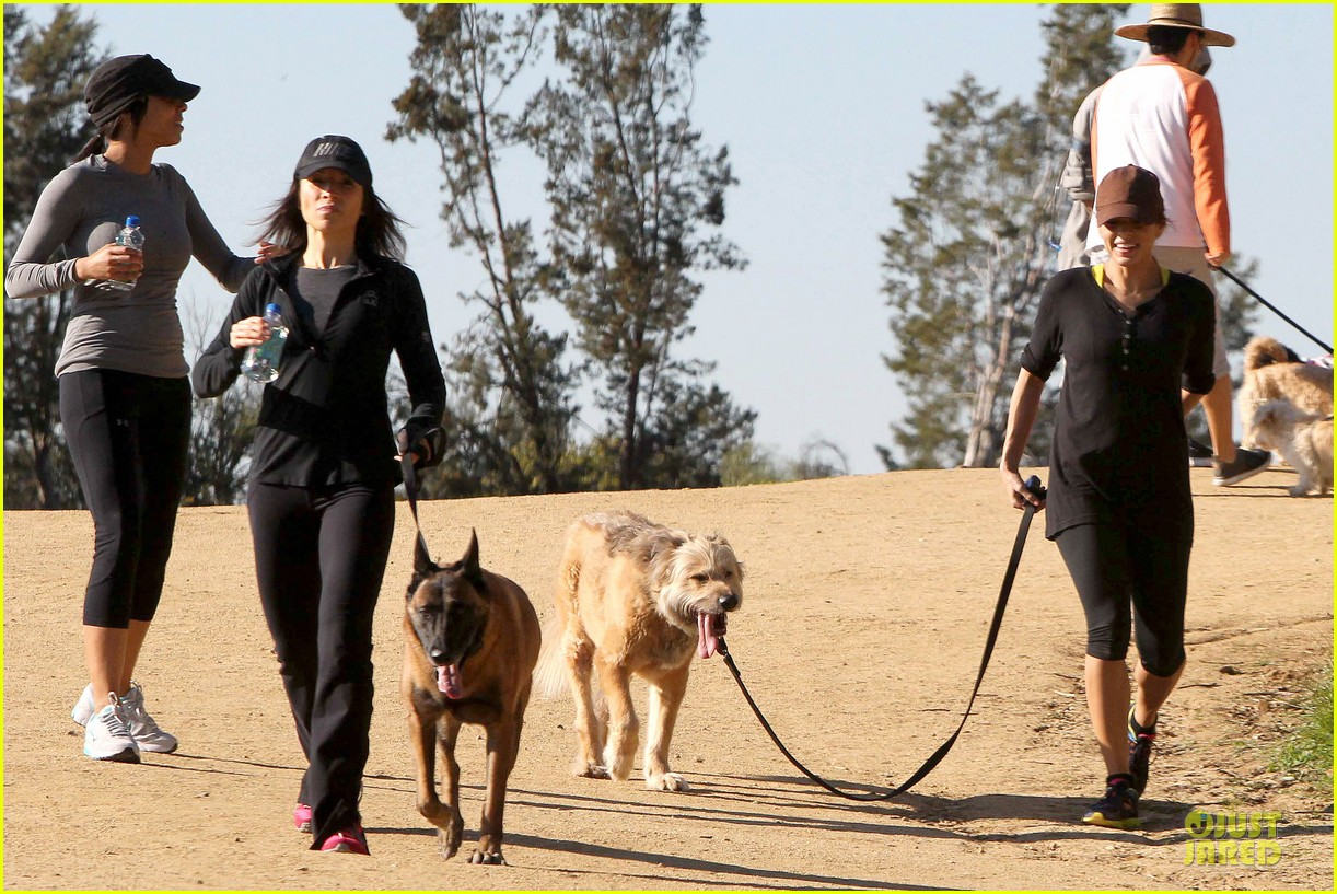 eva mendes new years eve hike 18
