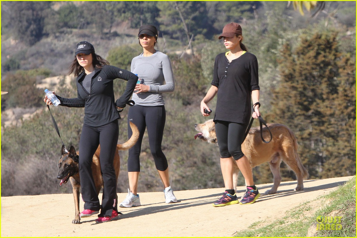 eva mendes new years eve hike 202783715