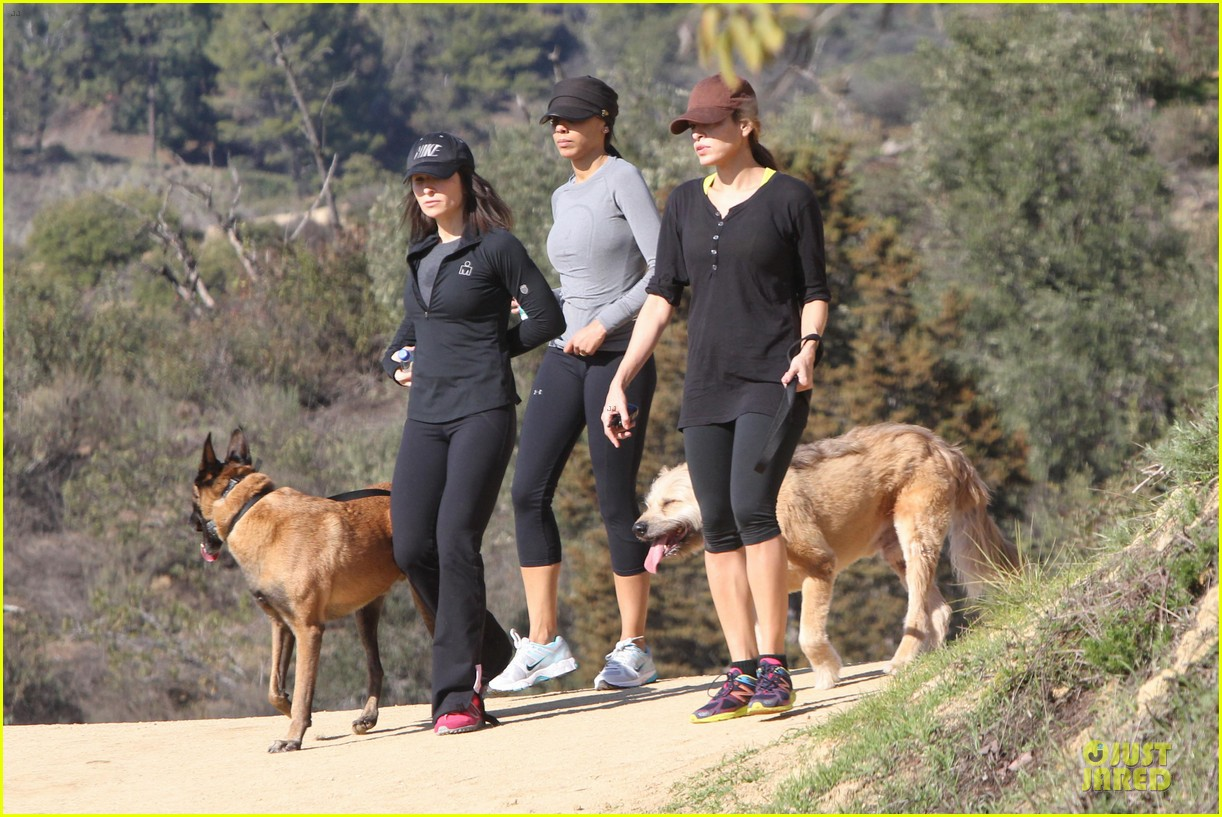 eva mendes new years eve hike 24