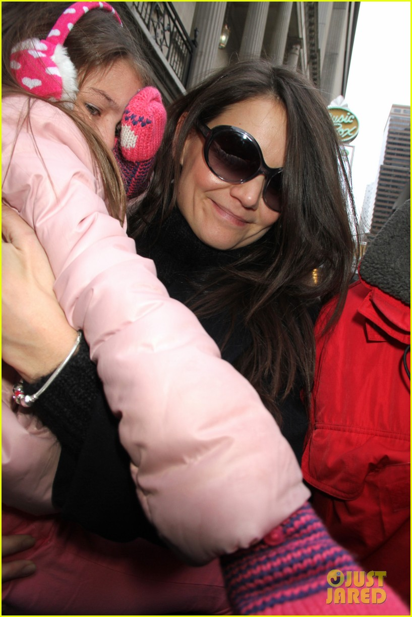 katie holmes dead accounts with suri 04