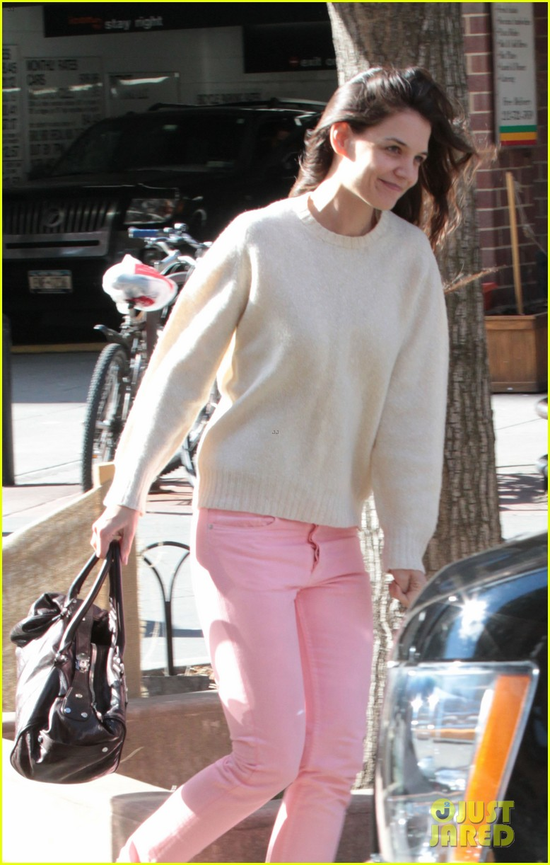 katie holmes real life carrie bradshaw in new york 012802264