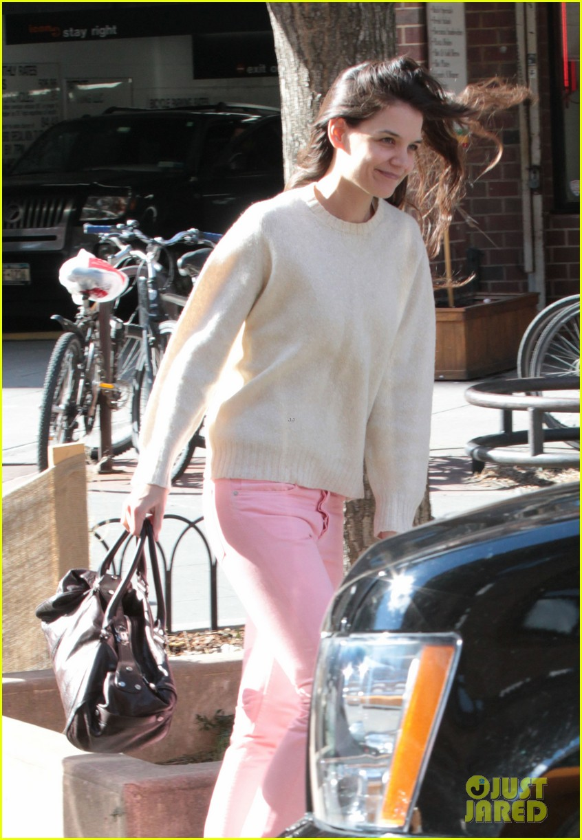 katie holmes real life carrie bradshaw in new york 05