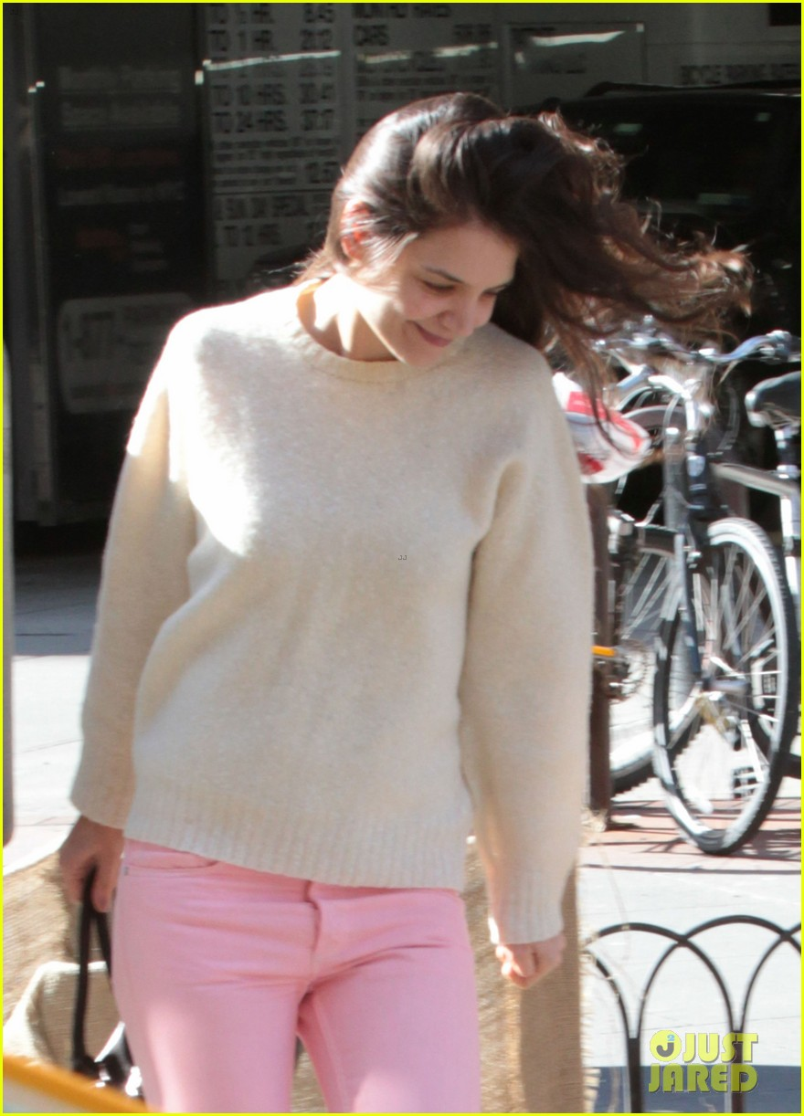 katie holmes real life carrie bradshaw in new york 072802270
