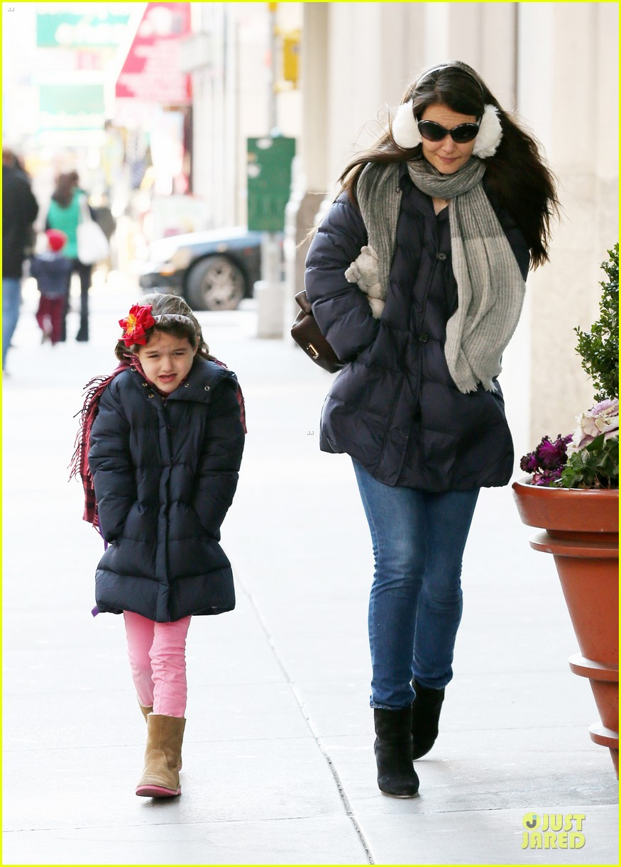 katie holmes & sui jacket matching duo 03