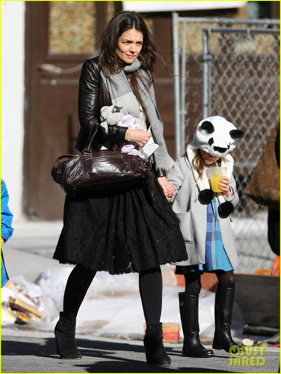 katie holmes sunday brunch with suri 01