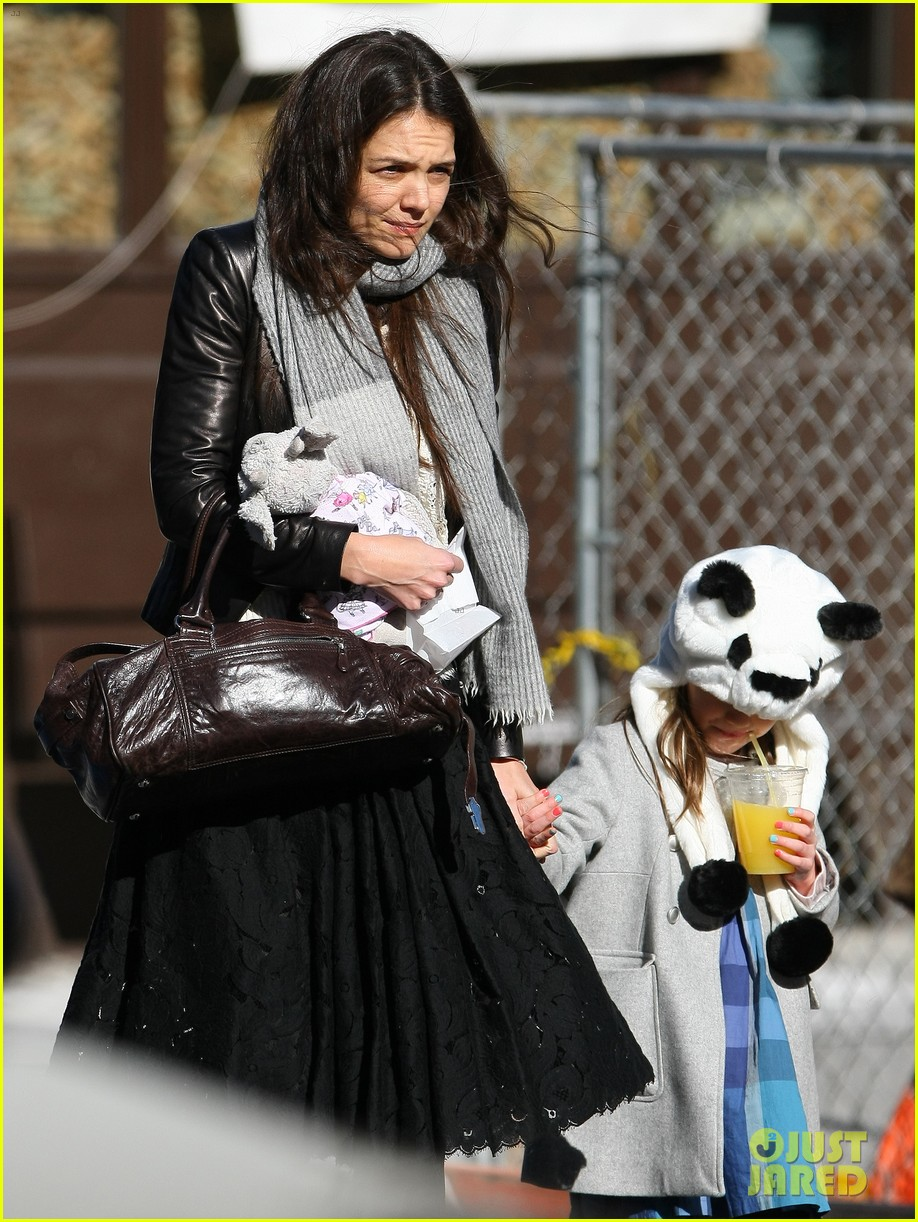 katie holmes sunday brunch with suri 182799494