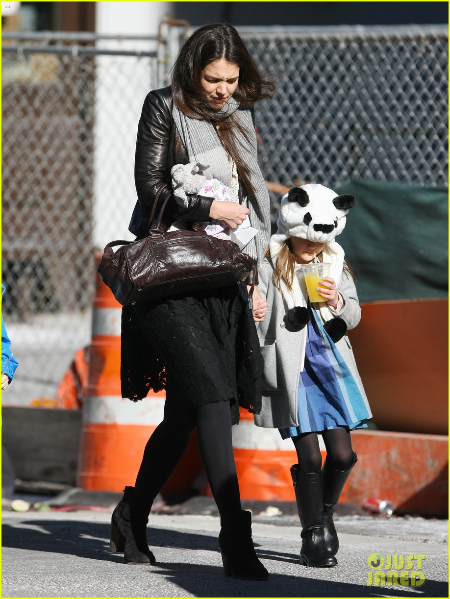 katie holmes sunday brunch with suri 212799497
