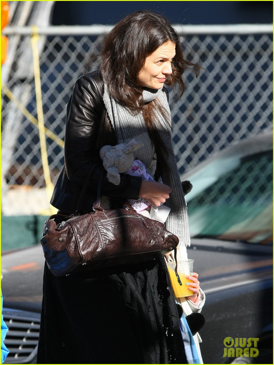 katie holmes sunday brunch with suri 26