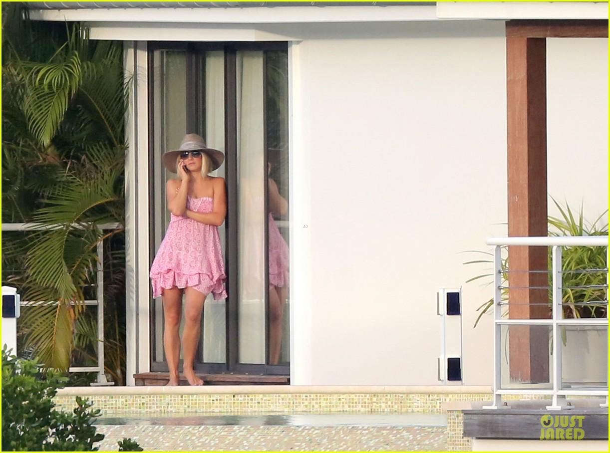 julianne hough & ryan seacrest beach deck kisses 122785182