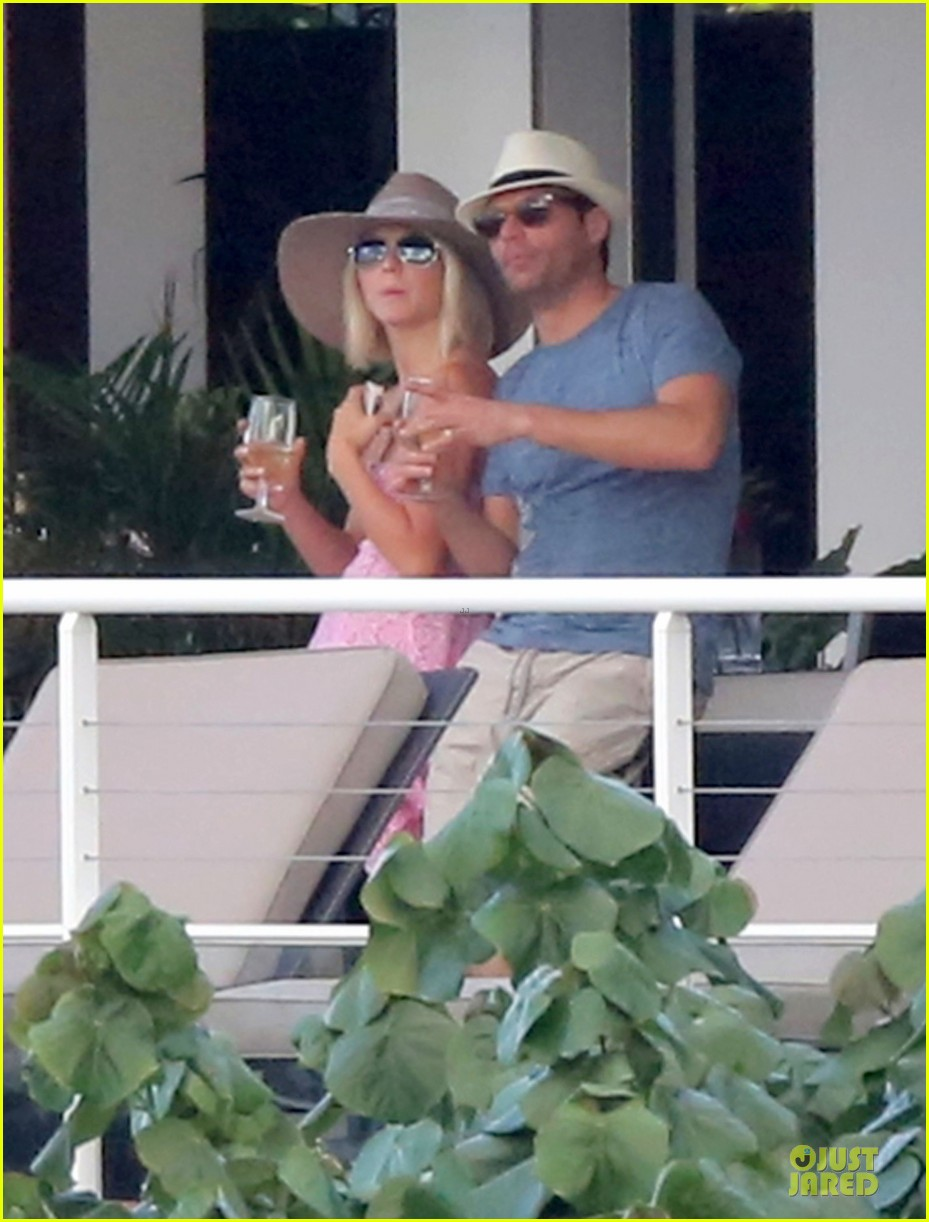 julianne hough & ryan seacrest beach deck kisses 192785189