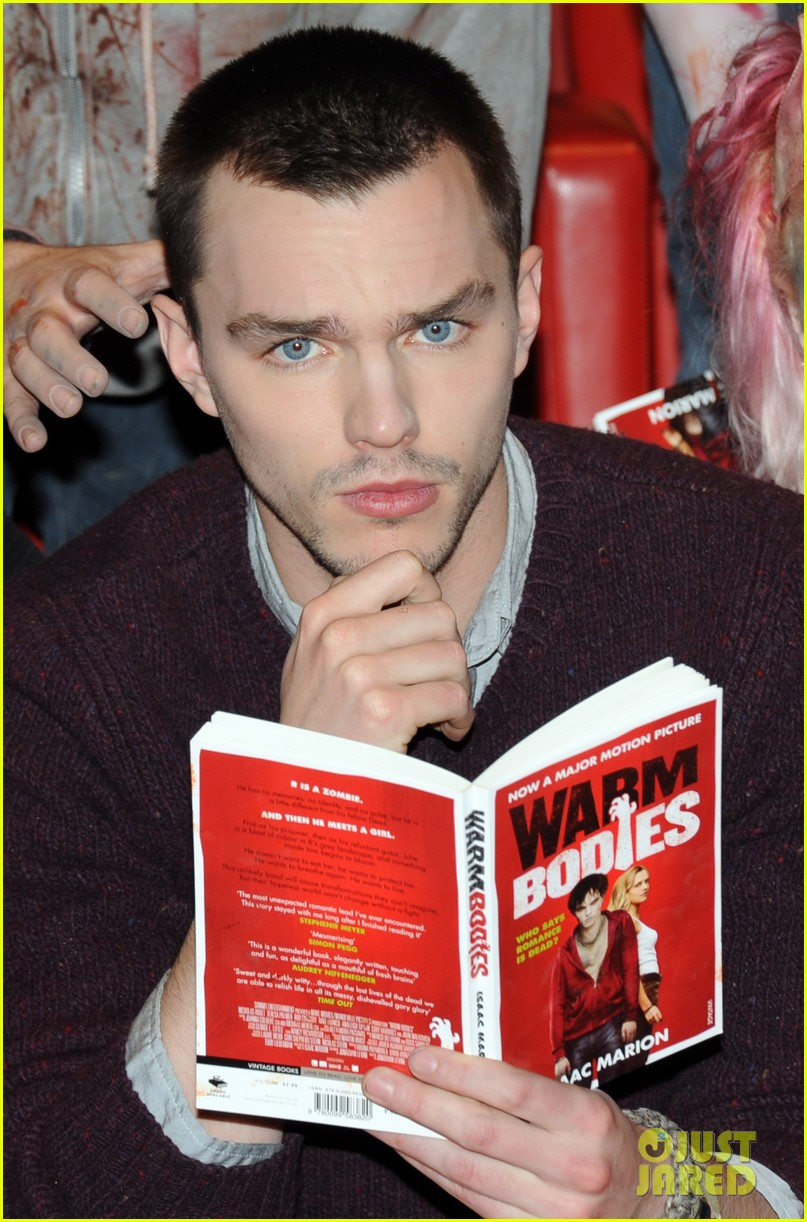 teresa palmer nicholas hoult warm bodies london photo call 032794318