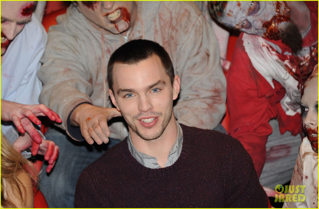 teresa palmer nicholas hoult warm bodies london photo call 072794322