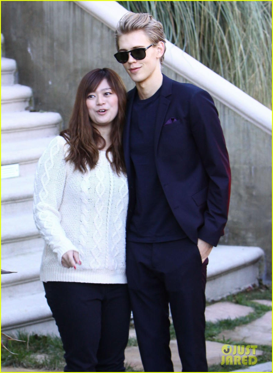 vanessa hudgens austin butler separate studio city outings 062790635