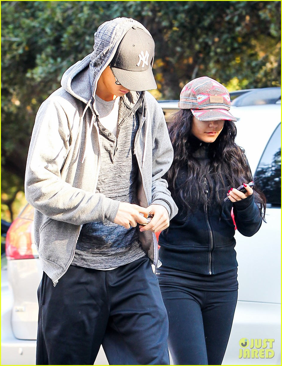 vanessa hudgens austin butler early morning hike 12
