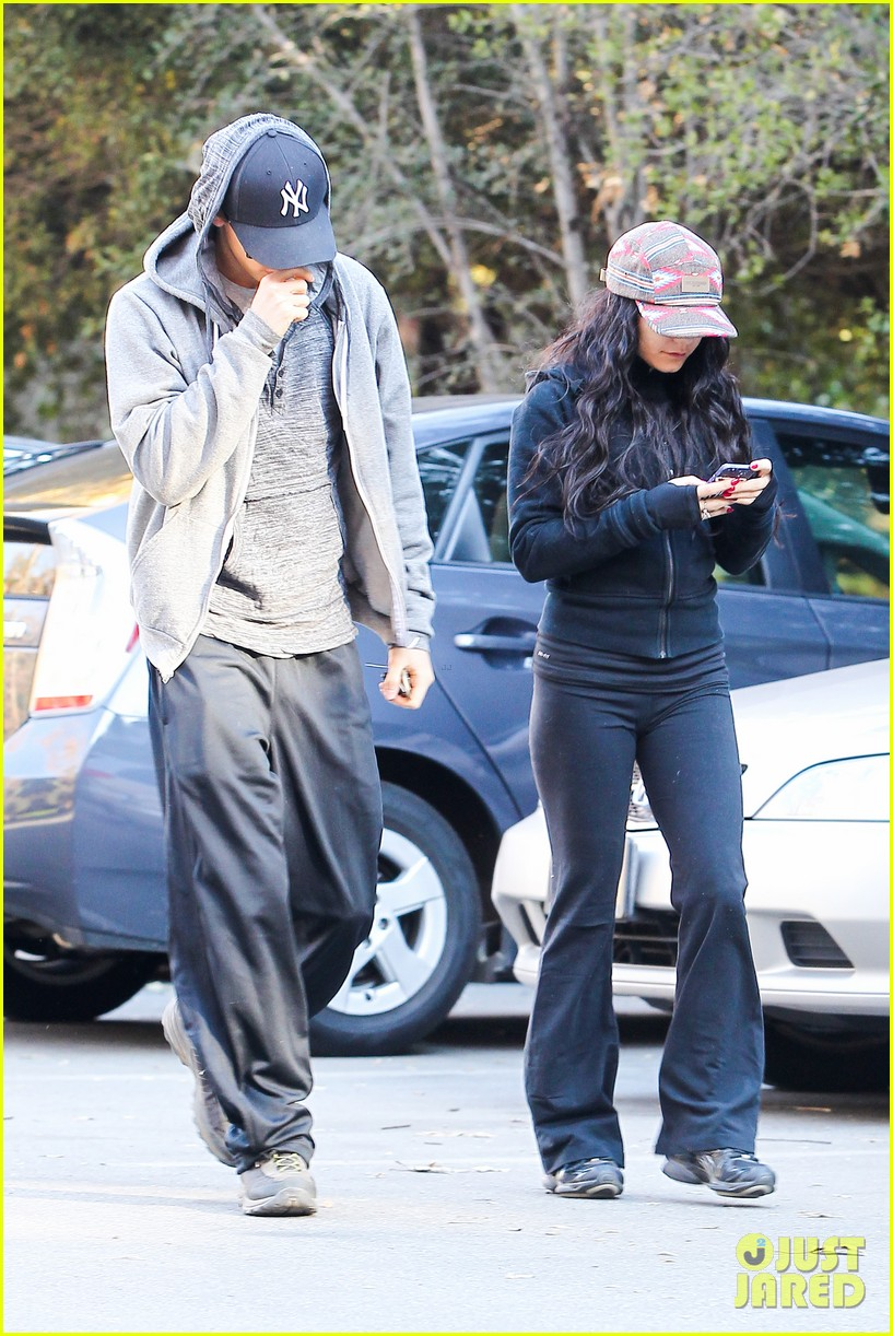 vanessa hudgens austin butler early morning hike 14