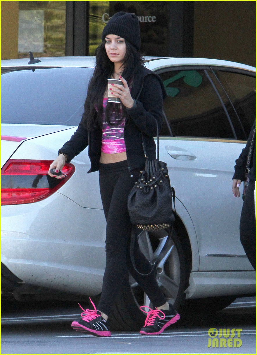vanessa hudgens nail salon stop with stella 01
