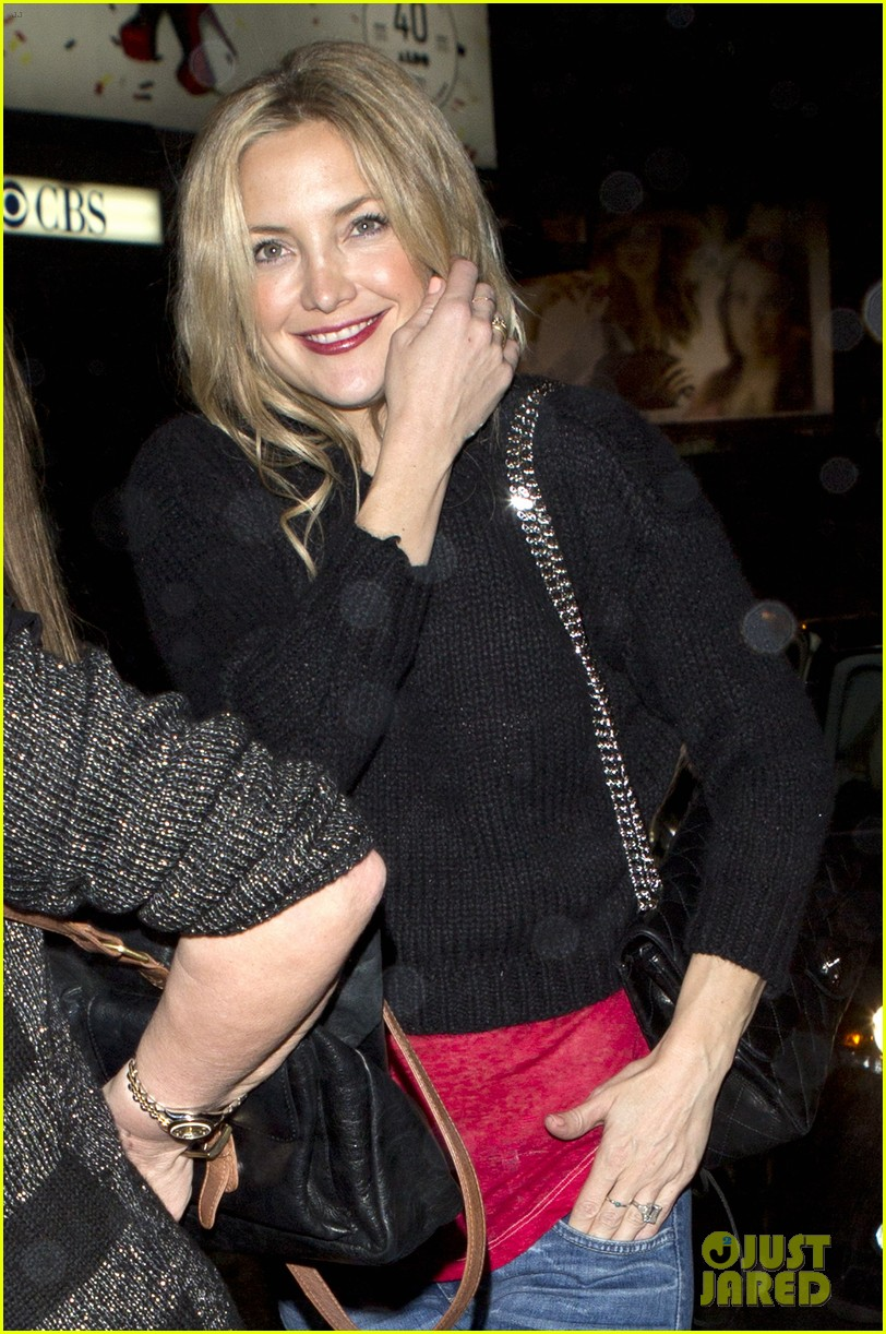kate hudson nail salon stop 04
