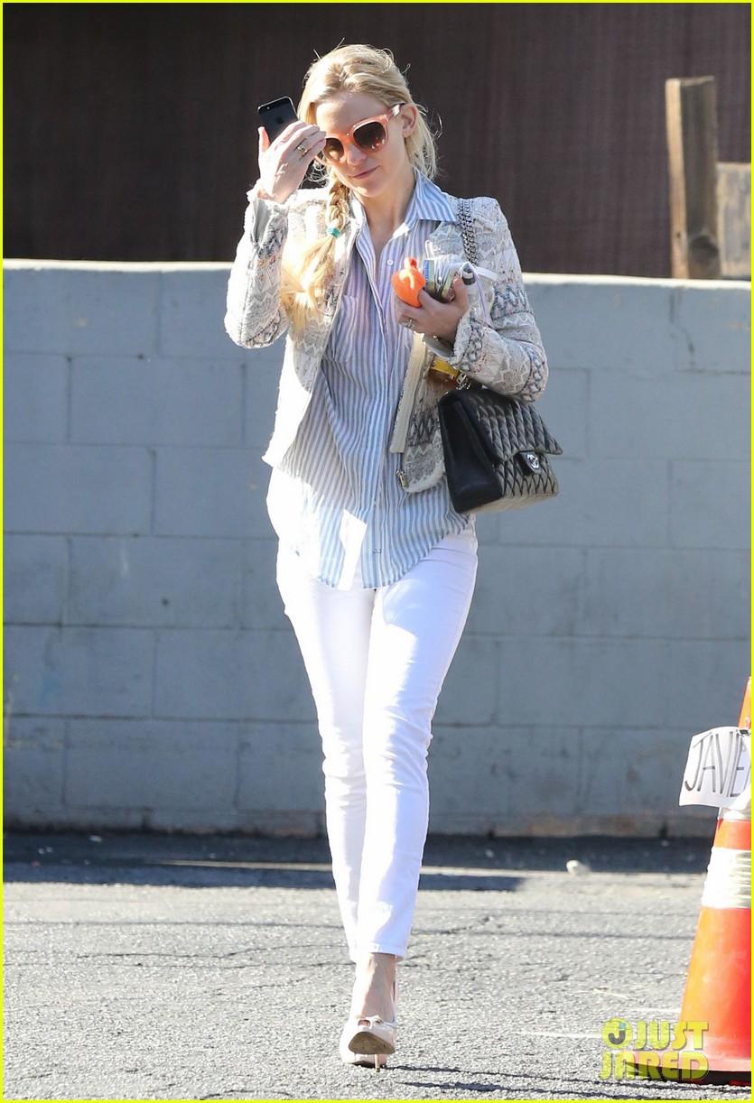 Kate Hudson: Nail Salon Stop!: Photo 2799454 | Kate Hudson Pictures ...