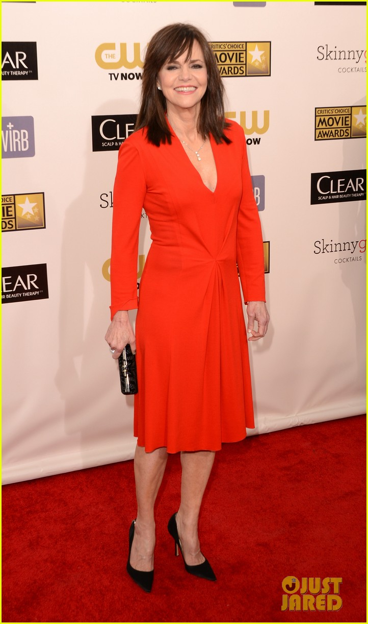 helen hunt sally field critics choice awards 2013 122788859