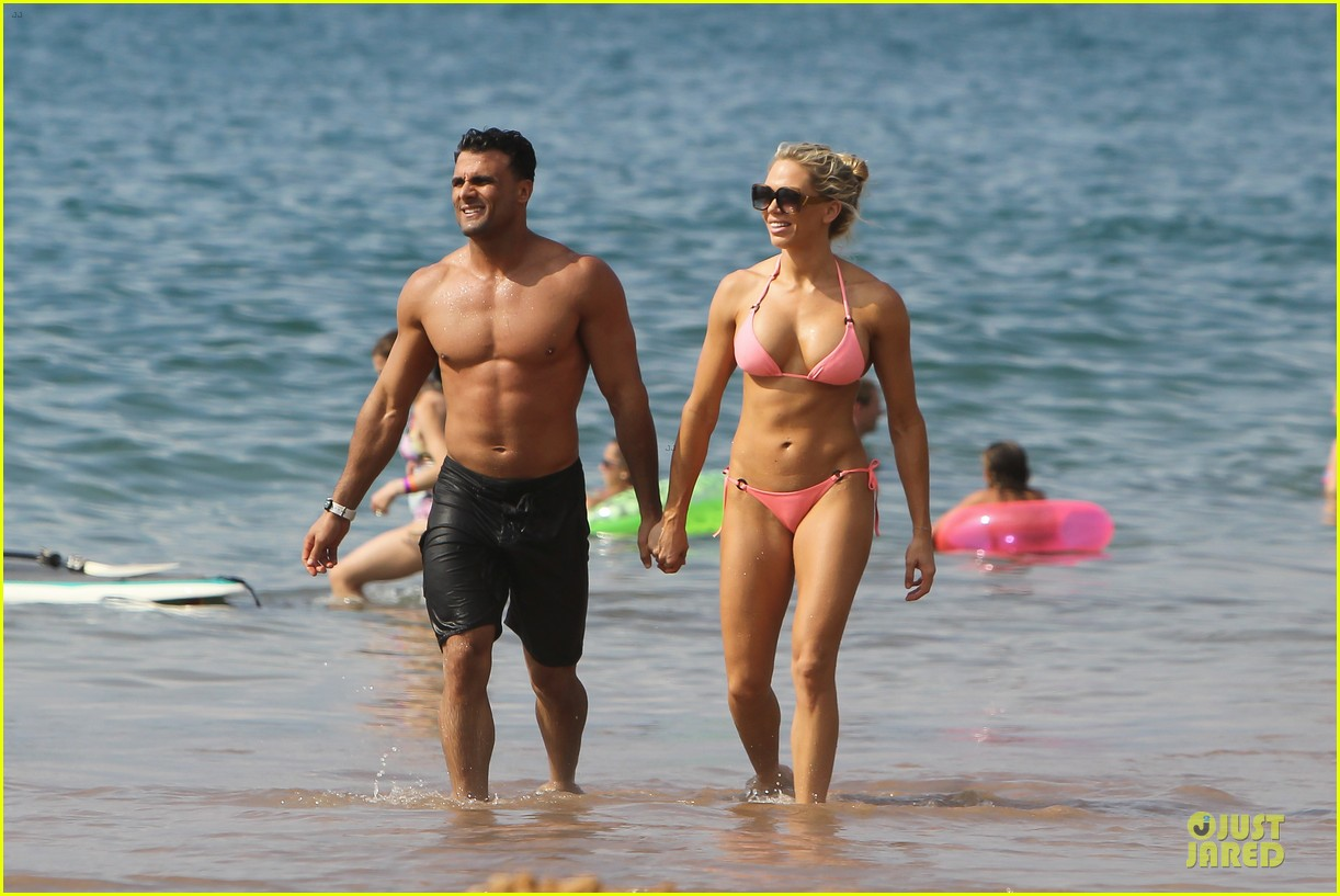 jeremy jackson shirtless with lonnie wilkinson in maui 012783396