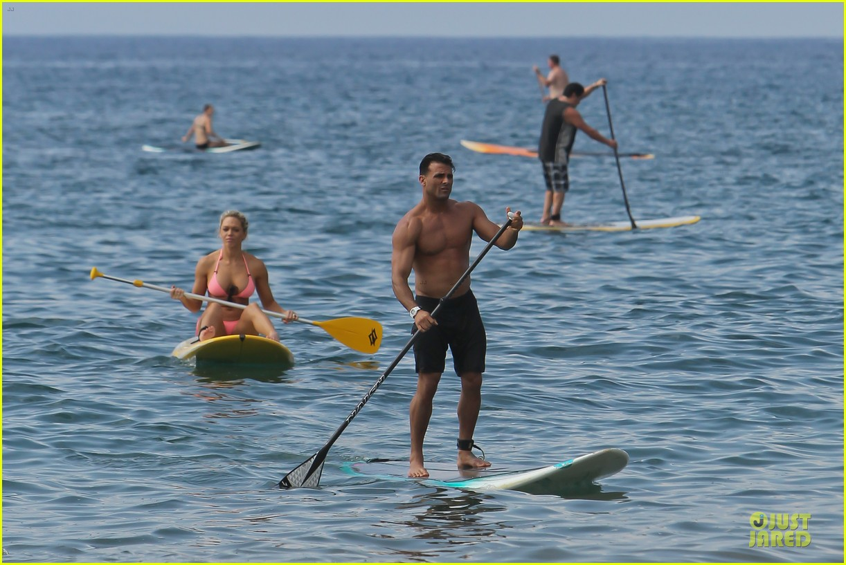 jeremy jackson shirtless with lonnie wilkinson in maui 032783398