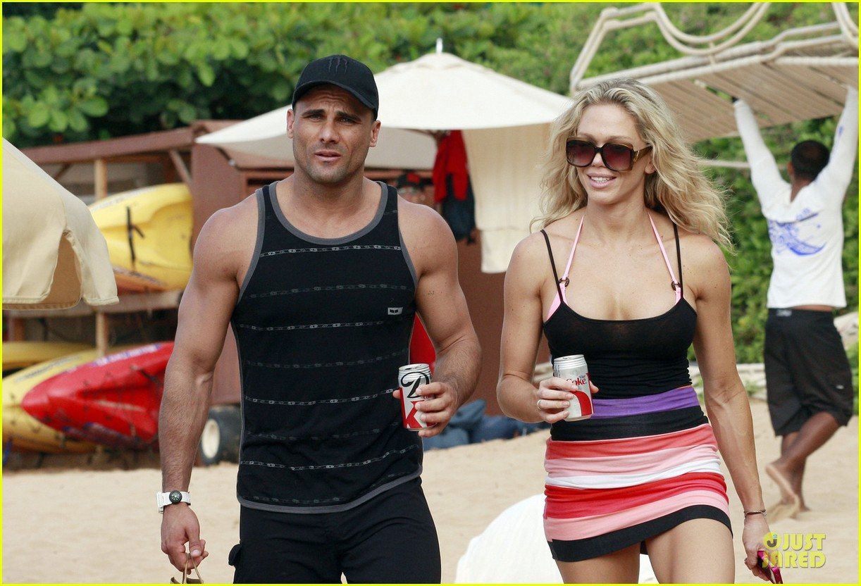 jeremy jackson shirtless with lonnie wilkinson in maui 042783399