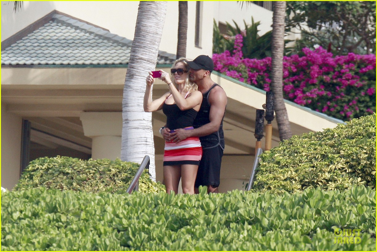 jeremy jackson shirtless with lonnie wilkinson in maui 052783400
