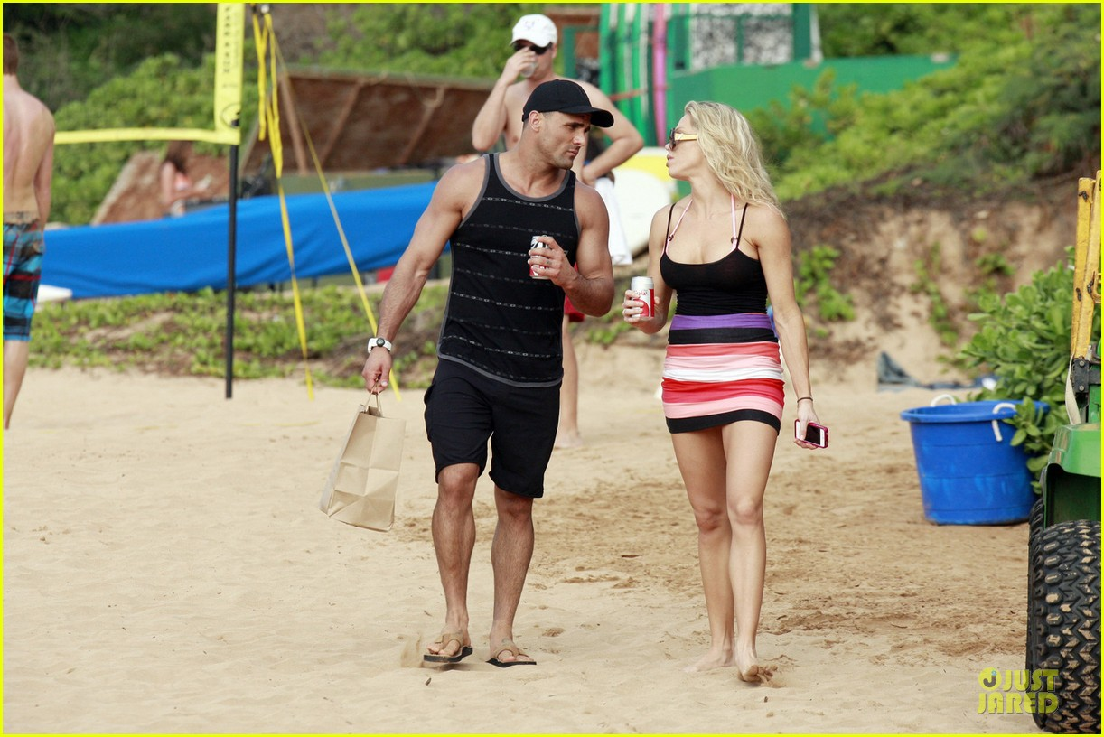 jeremy jackson shirtless with lonnie wilkinson in maui 082783403