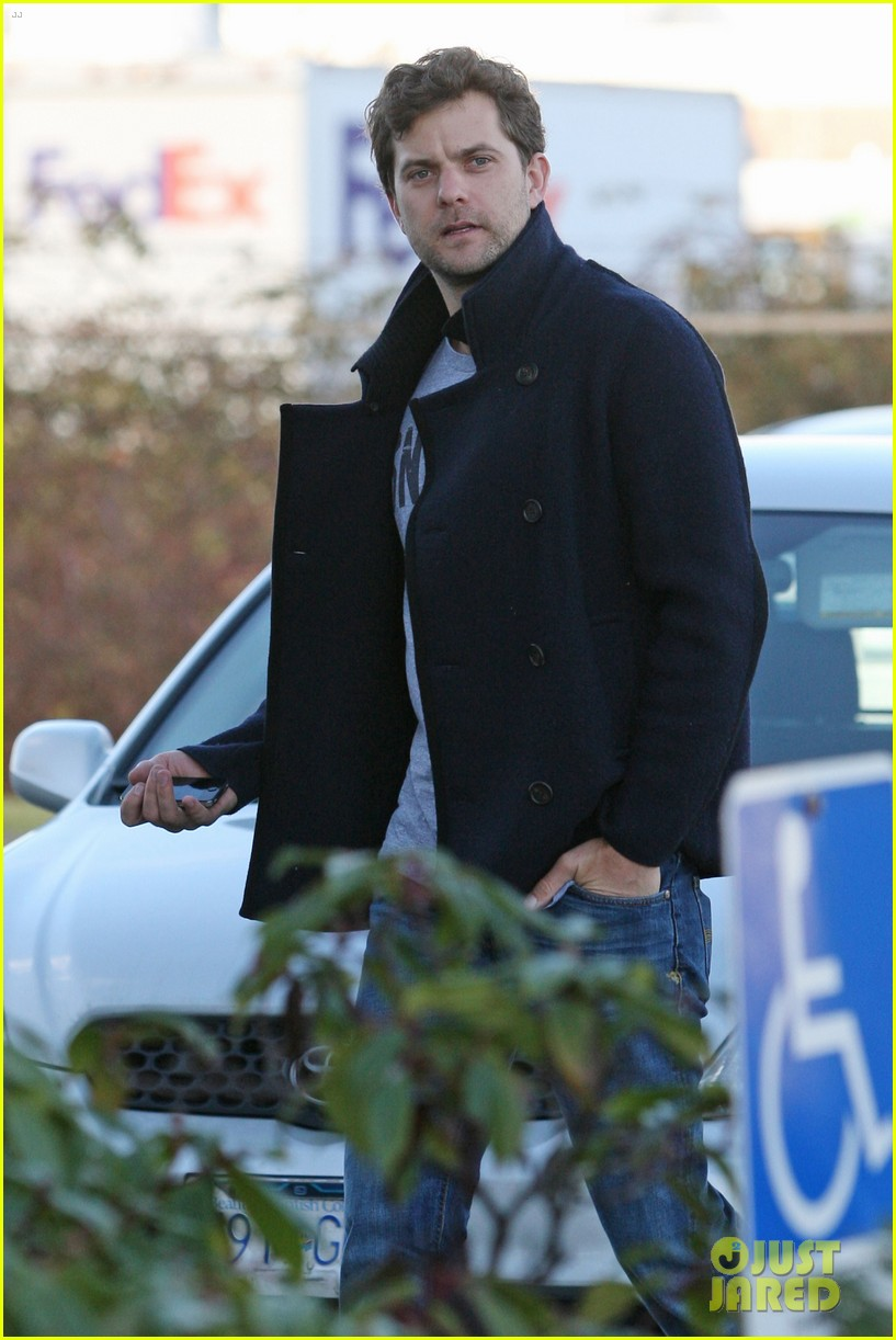 joshua jackson from vancouver to socal 082800623