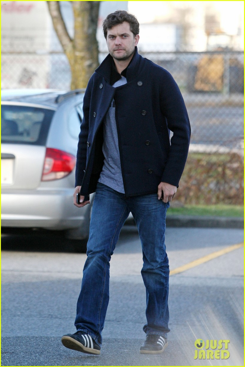 joshua jackson from vancouver to socal 112800626