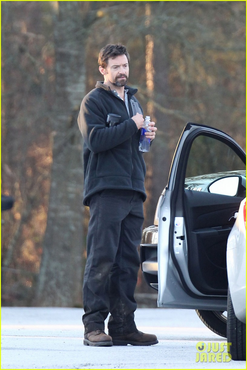 hugh jackman jake gyllenhaal prisoners first on set photos 042796718