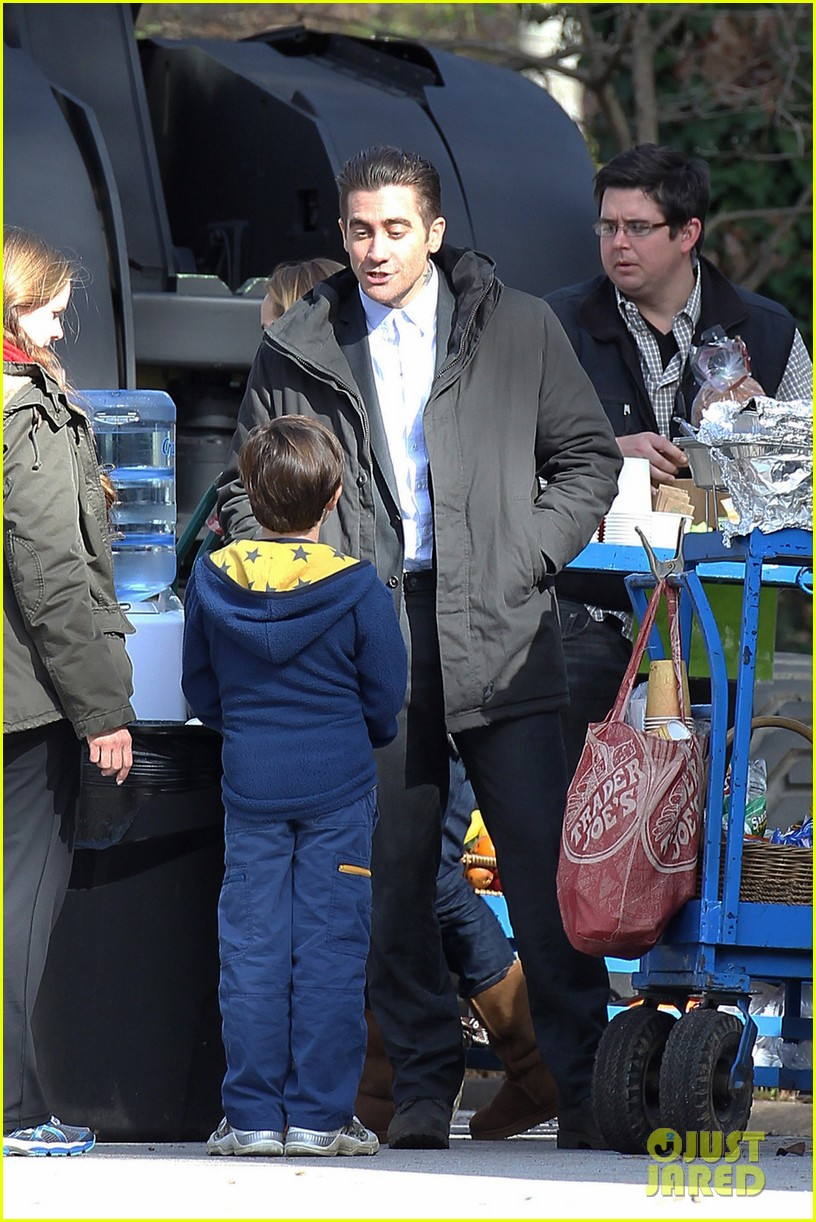 hugh jackman jake gyllenhaal prisoners first on set photos 052796719