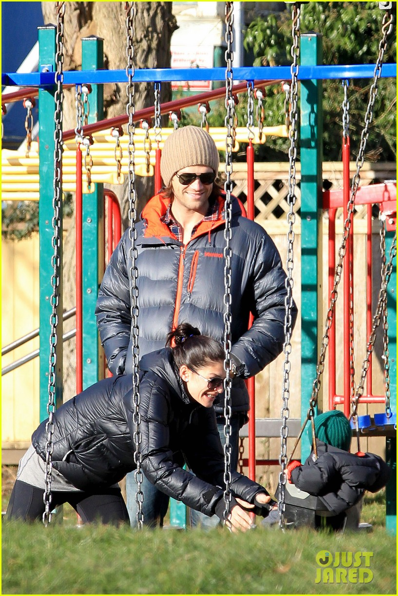 jared padalecki genevieve cortese park playdate with thomas 012795352