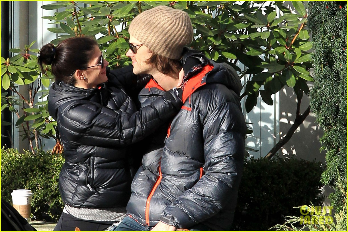 jared padalecki genevieve cortese park playdate with thomas 08