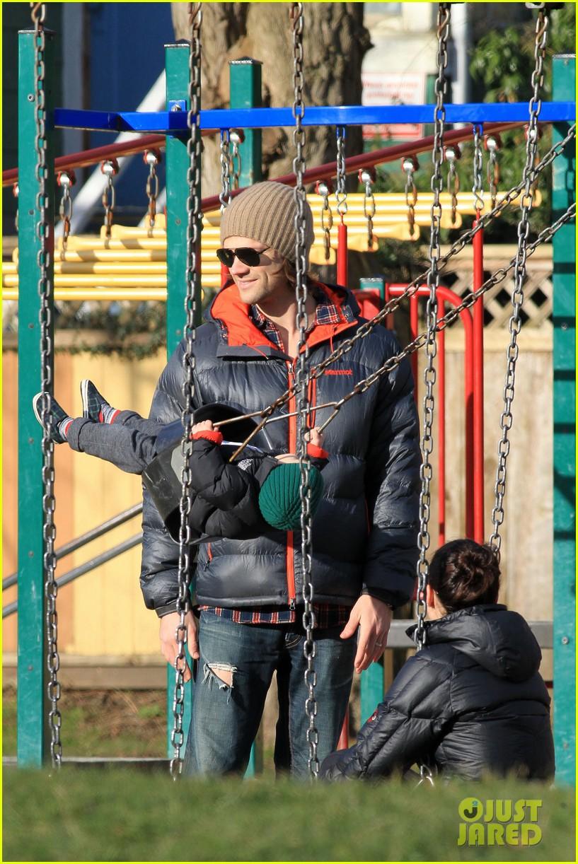 jared padalecki genevieve cortese park playdate with thomas 142795365