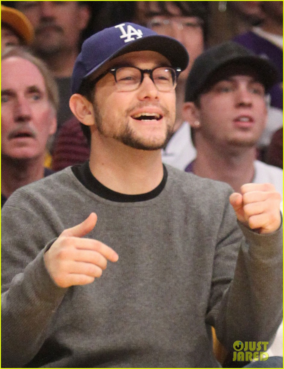 joseph gordon levitt lakers game with dad dennis 022786231