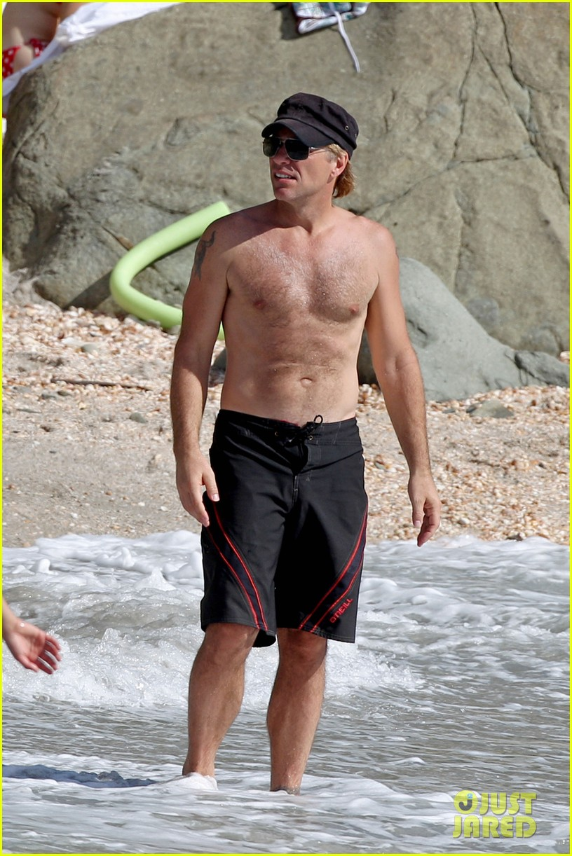 jon bon jovi shirtless st barts stud 01