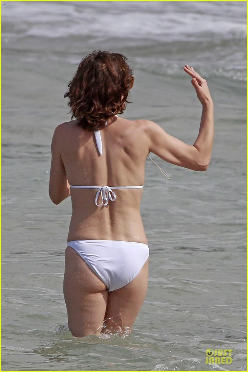 milla jovovich new years bikini outing 062784013