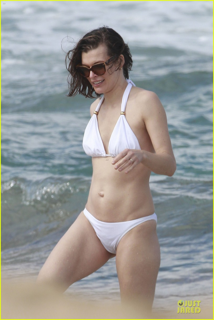 milla jovovich new years bikini outing 09