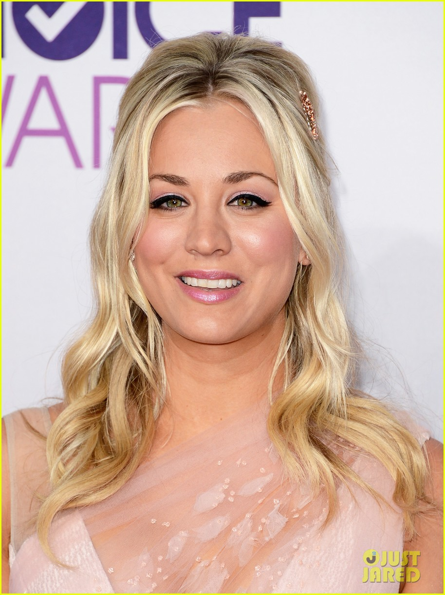 kaley cuoco peoples choice awards 2013 022787707