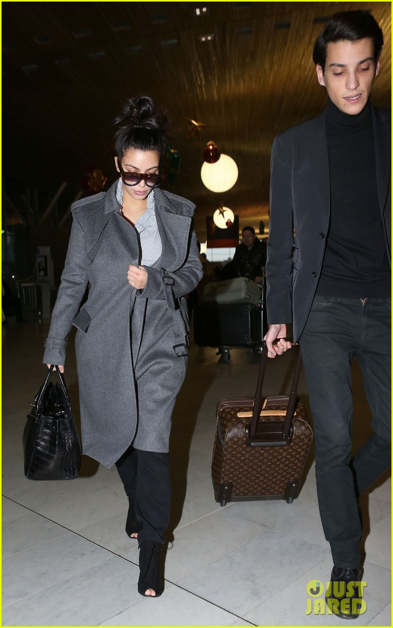 kim kardashian back from paris 102790759