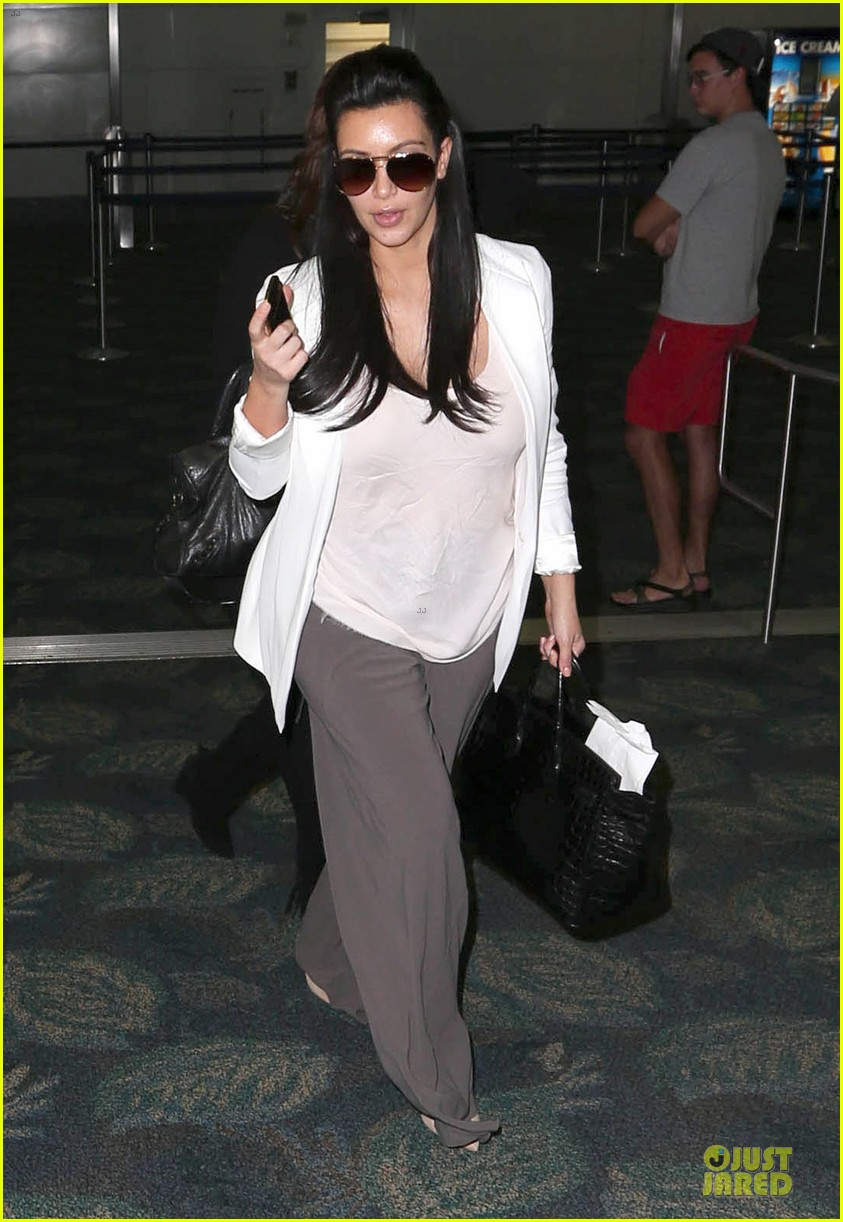 pregnant kim kardashian will be in abidjan for two events 012785826