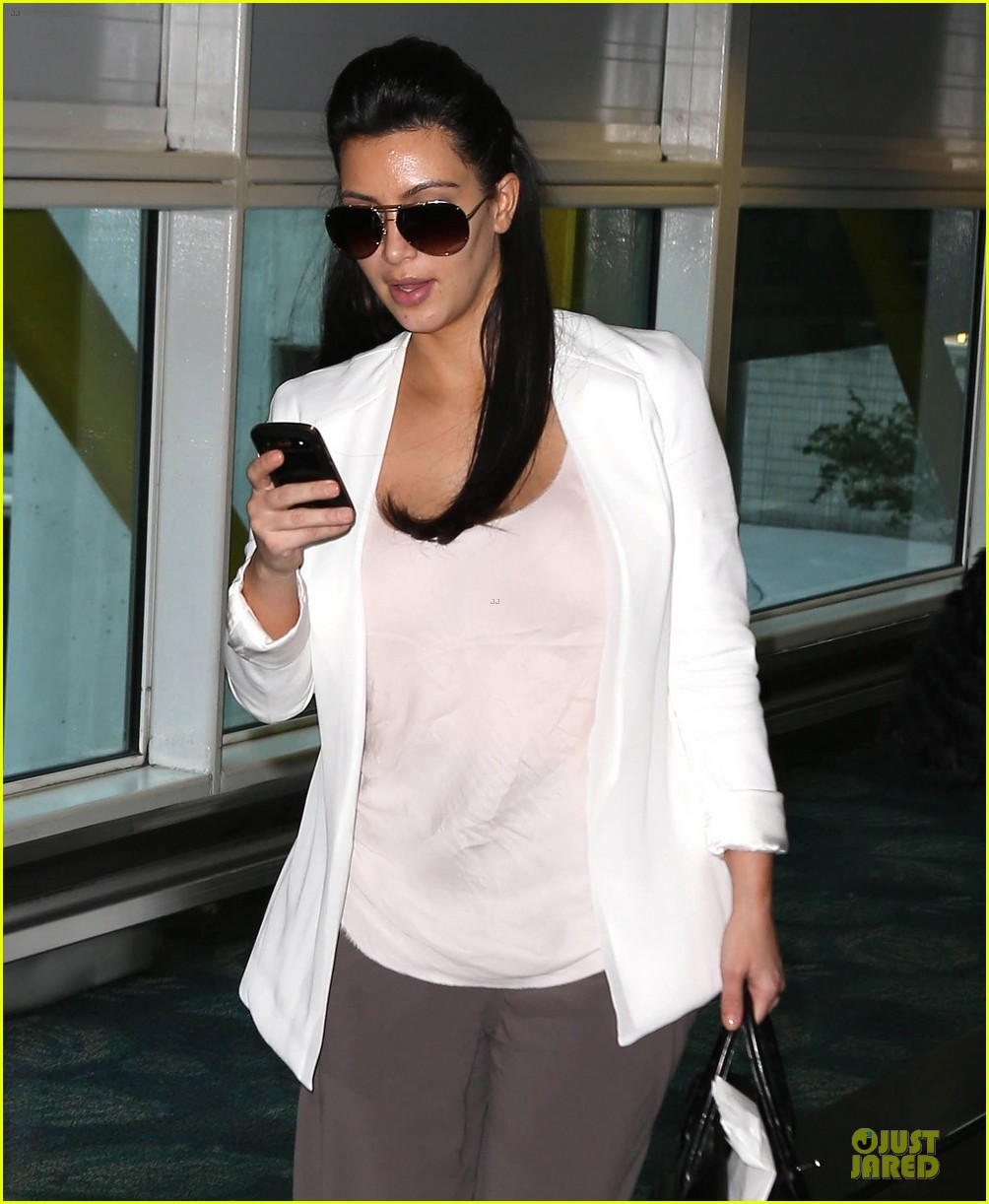 pregnant kim kardashian will be in abidjan for two events 022785827