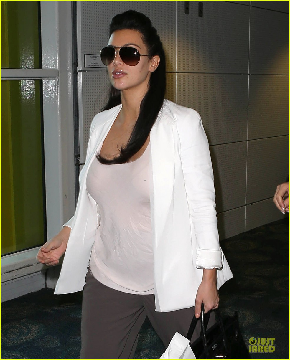 pregnant kim kardashian will be in abidjan for two events 042785829